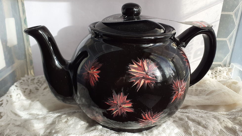 Hand painted 4 cup teapot. £28 p&p inc.