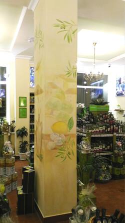 роспись колонны в магазине