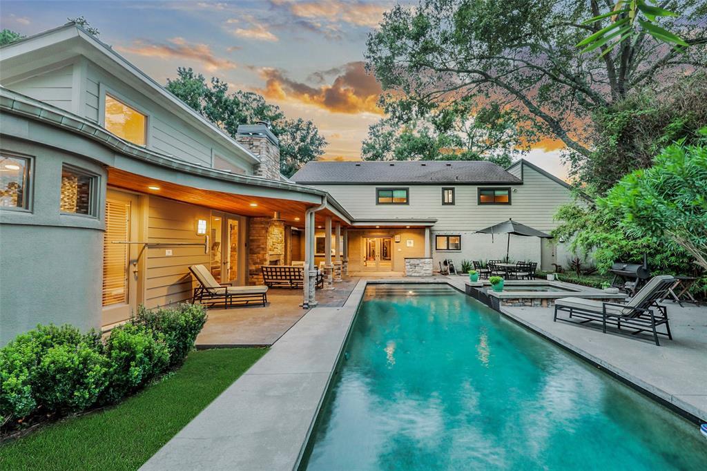 907 Backyard