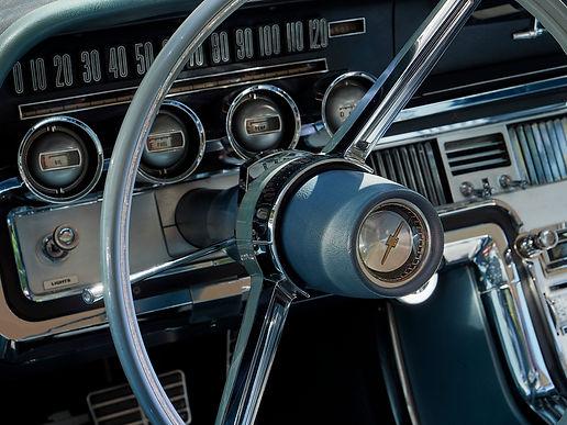 Voitures Grouchy volant bleu.jpg
