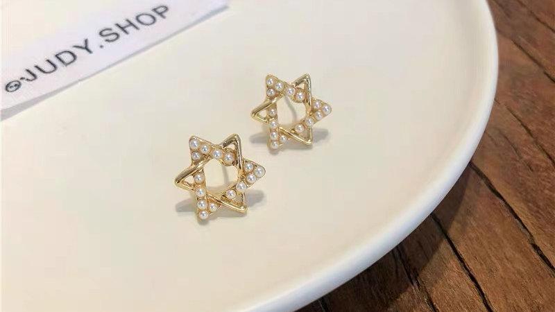 Pearl triangles earrings