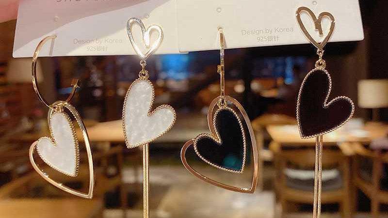 White/black heart Earrings