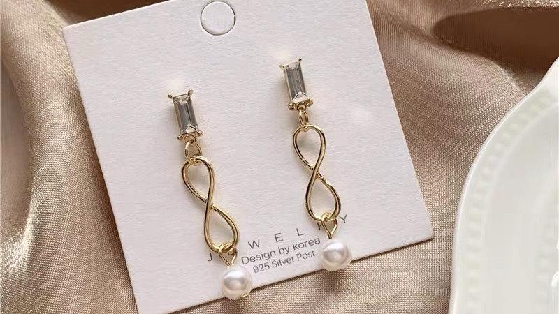 Rhinestone &gold earrings