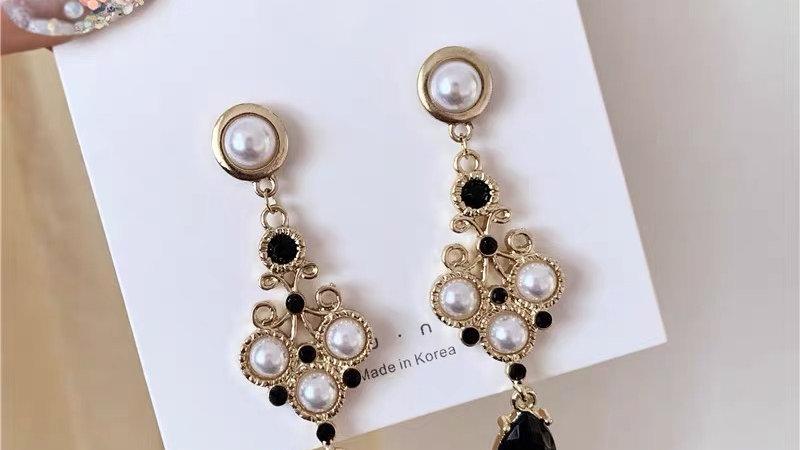 Black & white pearl earrings