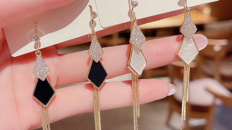 White/black drop Earrings