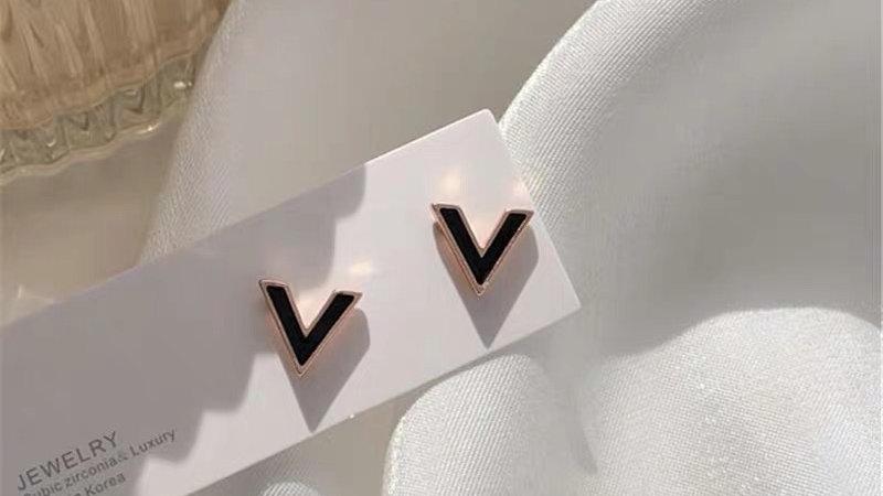 Black V earrings