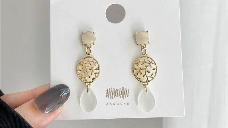 White & gold earrings