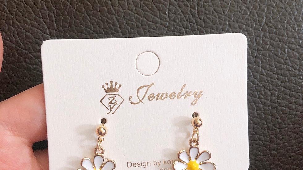 White flower drop earrings