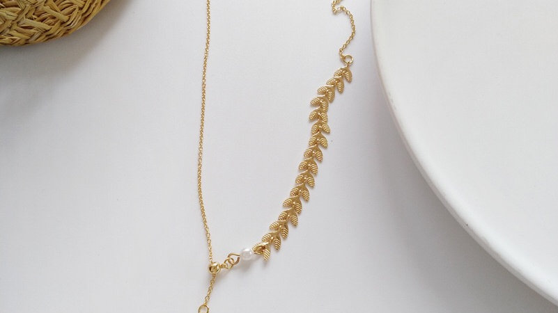 Gold leaves & pearl Necklace