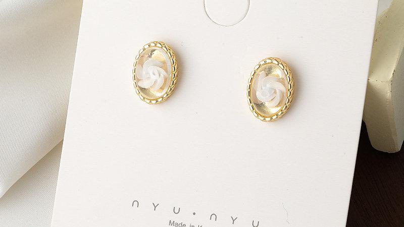 Flower gold-tone Earrings