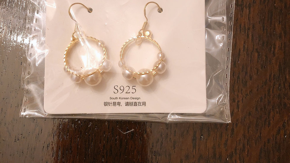 Pearl circles earring