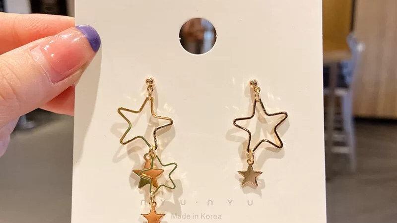 Gold stars asymmetric Earrings