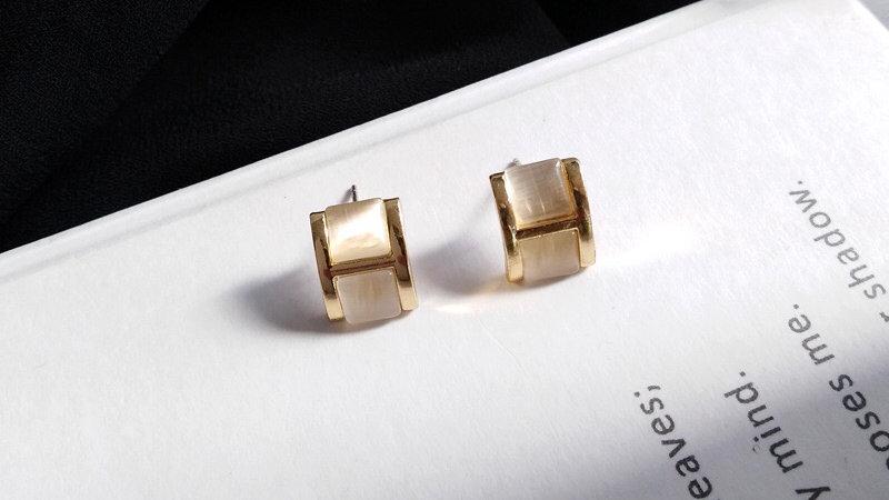 H opal Earrings