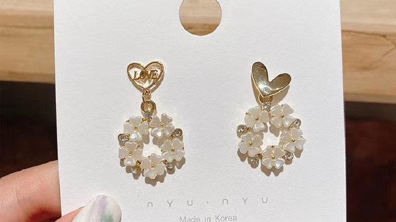 White flower asymmetric Earrings