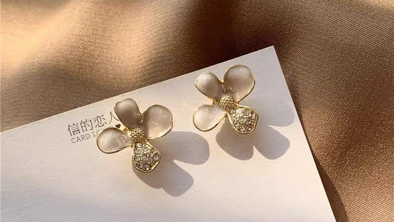 White & rhinestone flower earrings