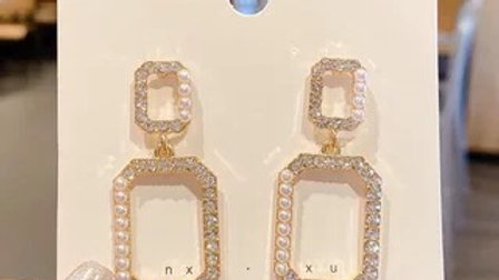 Rhinestone & pearls Earrings