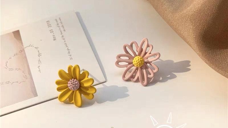 Yellow & pink daisies earrings