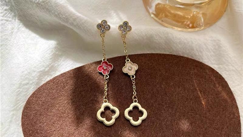 Clover asymmetric earrings