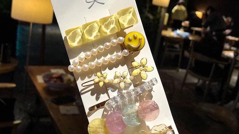Yellow hair pins set