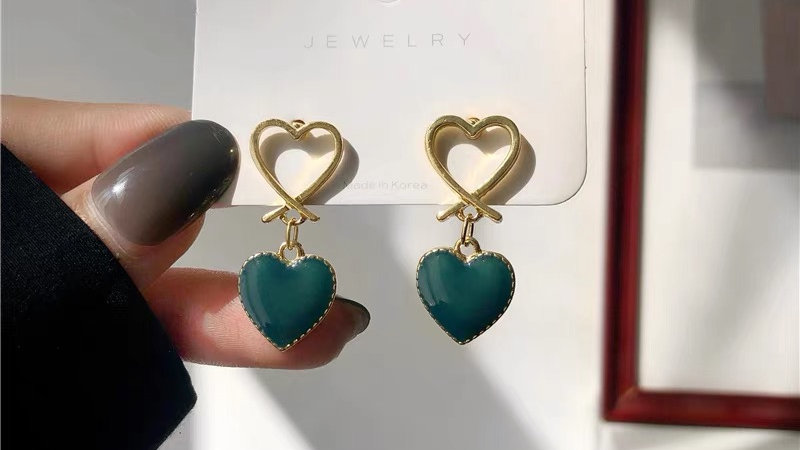 Gold heart green earrings