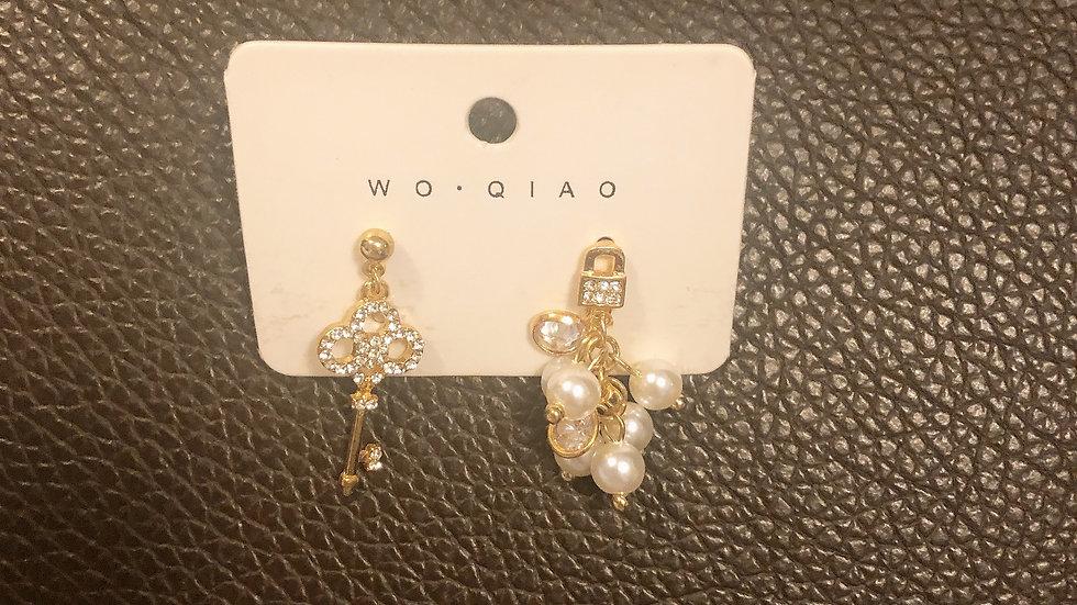 Key&pearl asymmetric Earrings