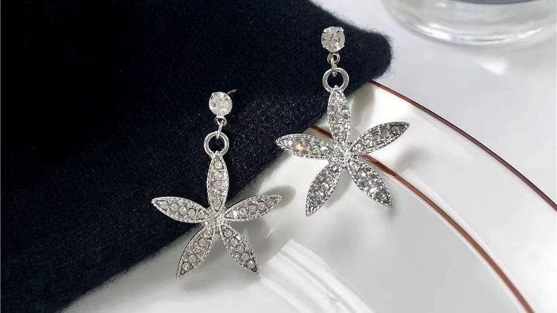 Silver rhinestone flower earrings