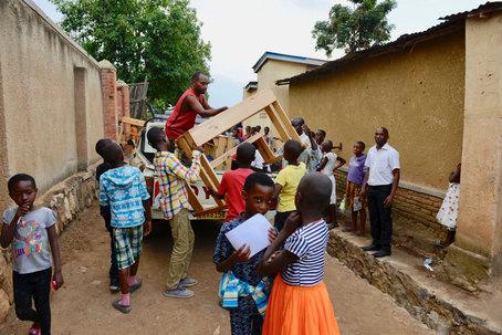 Schulbanklieferung Kagugu