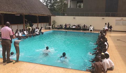 PoorPoor Schwimmkurs in Ruanda