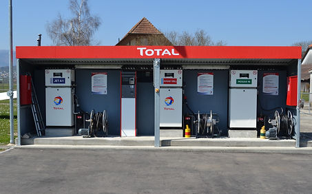 Fuel Station LSZP.JPG