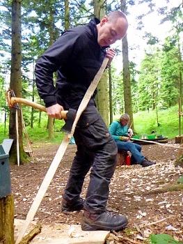 Fabrication d'arc à la hache