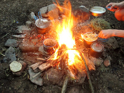 Cuisine sur feu de camp