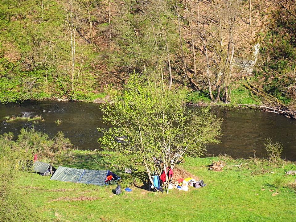 Camp au bord de l'Ourthe