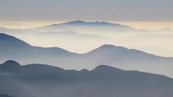 Brumes matinales sur les collines népalaises
