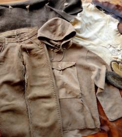 Vêtements en peaux tannées