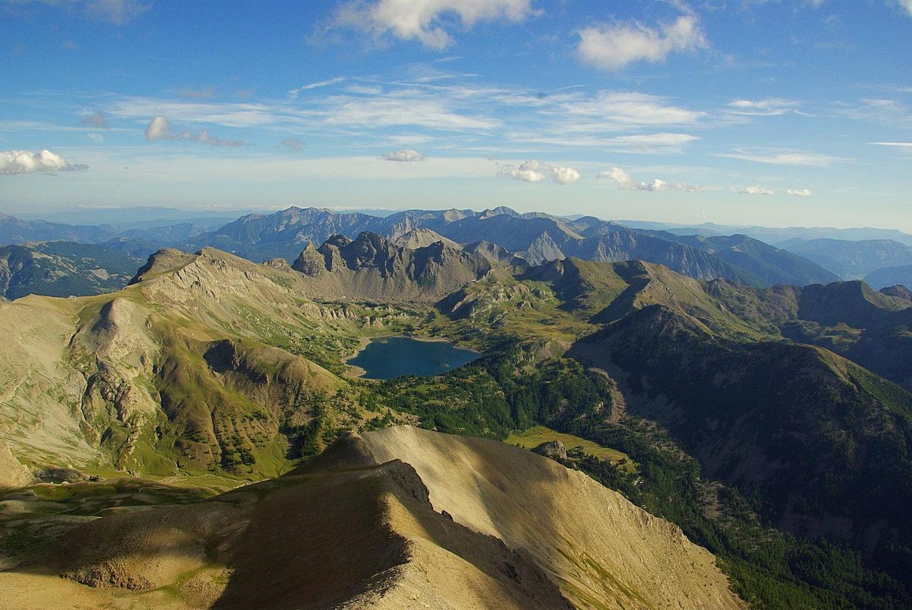 Lac d'Allos vue du Mont Pelat, Parc National du Mercantour (Alpes françaises)