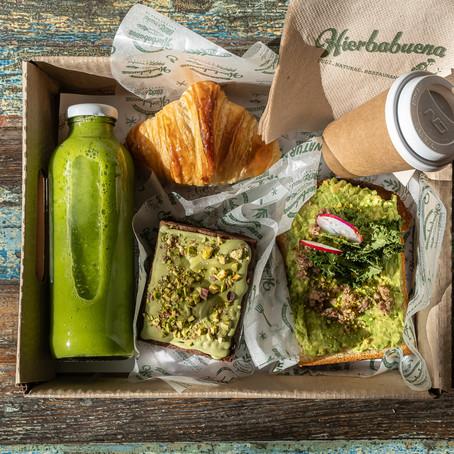 Cocktails de regalo y un box de desayuno, son las propuestas de Hierbabuena para el Día del Amigo