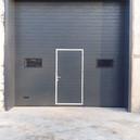 Автоматические секционные ворота с калиткой