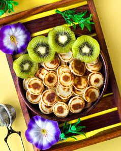 Mini Pancakes with Kiwi