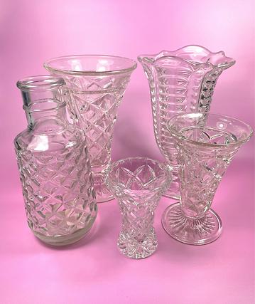 Vintage vases 1.png