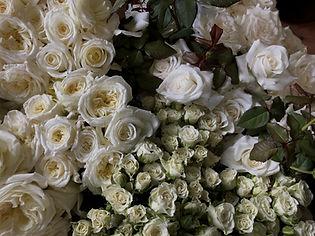 white roses wedding love