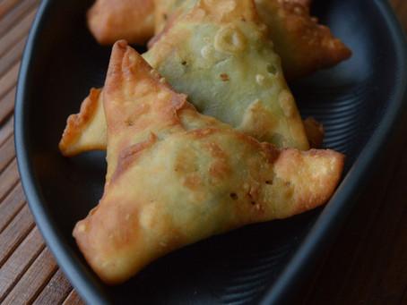 Keema Matar Samosa - Minced meat & peas samosa
