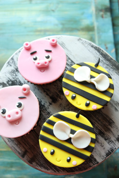 Cupcake with fondant accents