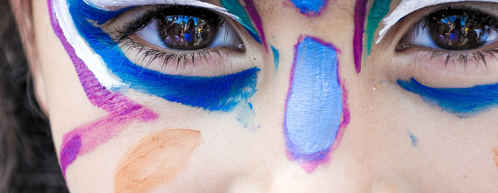 makeup-1909386.jpg