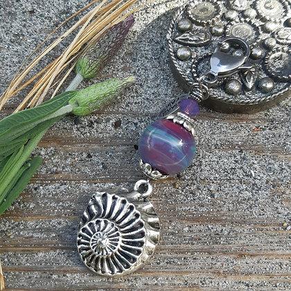 charm - nautilus shell drop