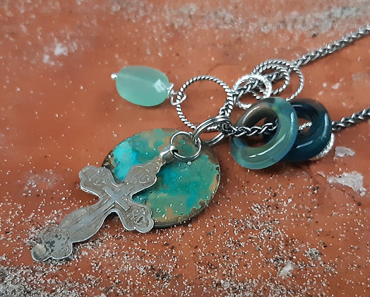 earth & wine - pendant with vintage cross
