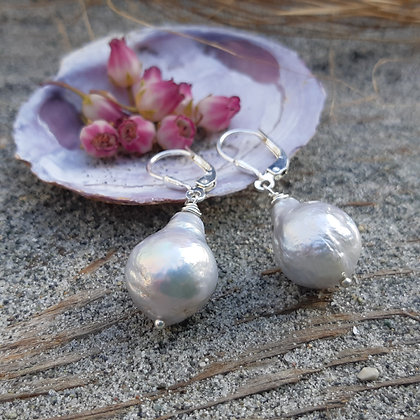 poet's cove - freshwater pearl earrings