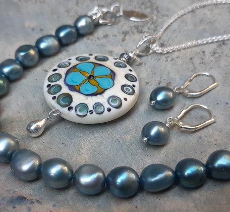 island rogue - pendant on silver