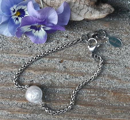 poet's cove - white pearl bracelet