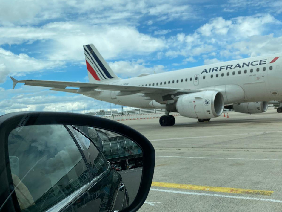 Tarmac Transfer - Paris VIP Terminal