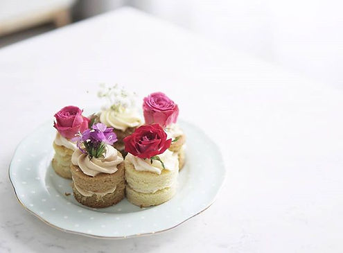 Some pretty cakelets for High Tea_ 😍